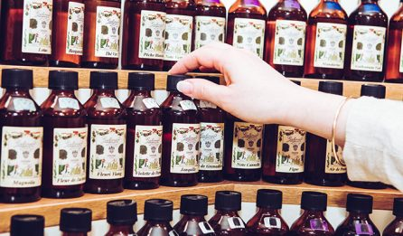 étagère des fragrances - Galimard parfumeur à Grasse