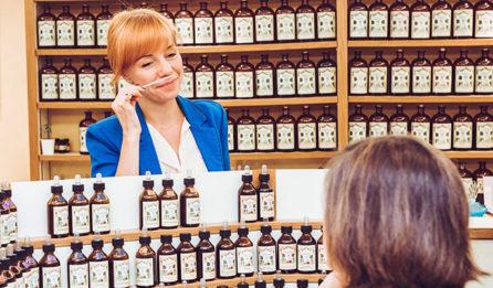 Le Parfumeur devant l'orgue- Galimard, parfumeur à Grasse